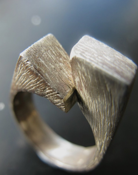 A shakudo metal ring