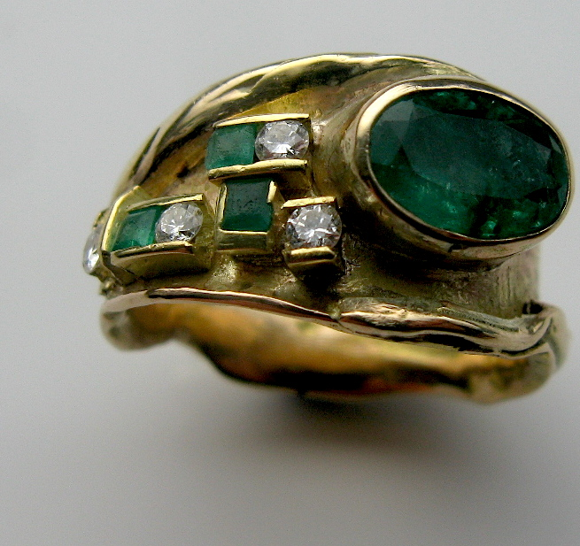 Emerald and 14ct gold ring
